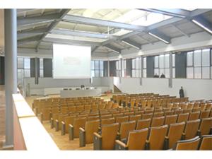 Campus scolastico dal recupero dell'ex-mercato del bestiame di Firenze
